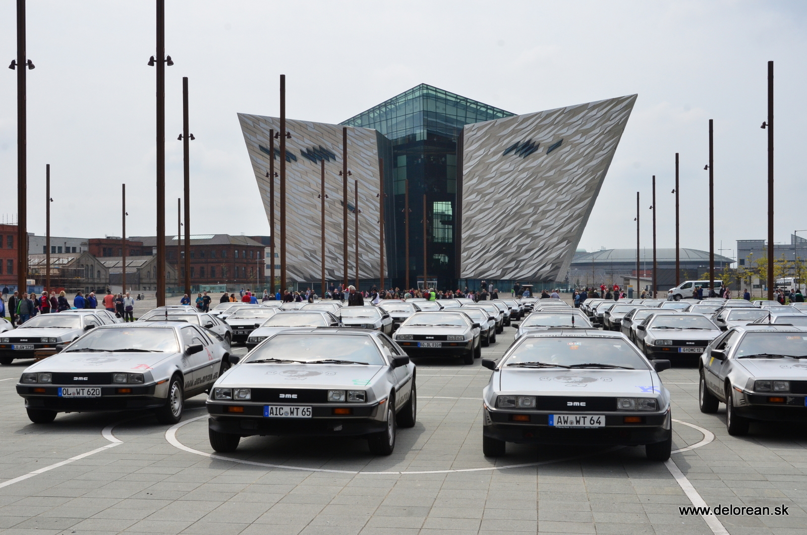 More than 90 Deloreans